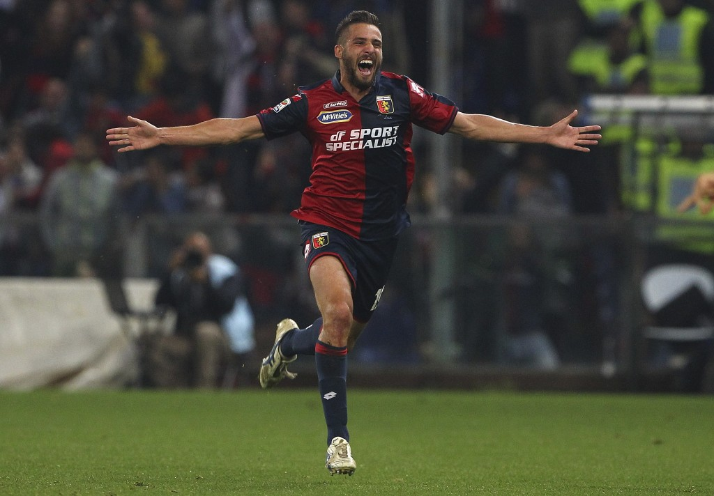 GENOA, ITALY - MAY 23: Leonardo Pavoletti #19 of Genoa CFCcelebrates his goal during the Serie A match between Genoa CFC and FC Internazionale Milano at Stadio Luigi Ferraris on May 23, 2015 in Genoa, Italy. (Photo by Marco Luzzani/Getty Images)