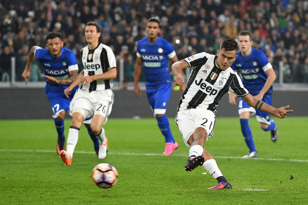 TURIN, ITALY - OCTOBER 15: Paulo Dybala of Juventus FC scores a goal from the penalty spot during the Serie A match between Juventus FC and Udinese Calcio at Juventus Stadium on October 15, 2016 in Turin, Italy. (Photo by Valerio Pennicino/Getty Images)