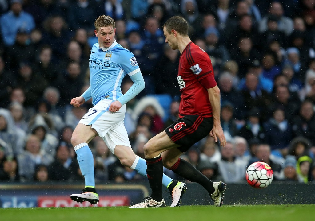 MANCHESTER, ENGLAND - APRIL 09: Kevin de Bruyne of Manchester City controls the ball from Jonny Evans of West Bromwich Albion during the Barclays Premier League match between Manchester City and West Bromwich Albion at Etihad Stadium on April 9, 2016 in Manchester, England. (Photo by Jan Kruger/Getty Images)
