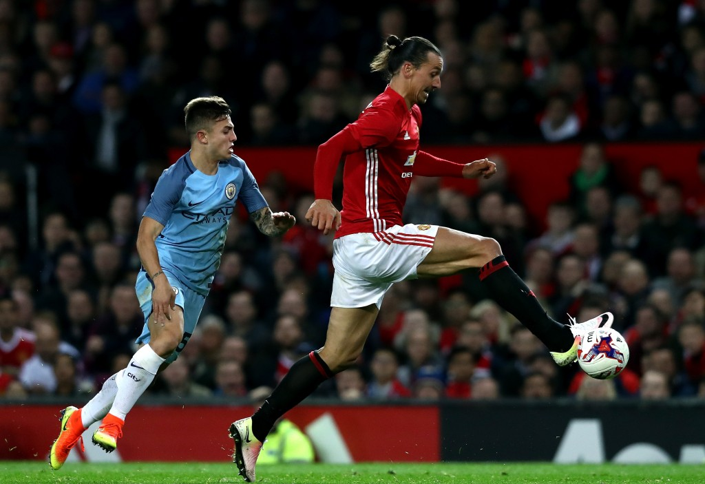 MANCHESTER, ENGLAND - OCTOBER 26: Zlatan Ibrahimovic of Manchester United (R) controls the ball during the EFL Cup fourth round match between Manchester United and Manchester City at Old Trafford on October 26, 2016 in Manchester, England. (Photo by David Rogers/Getty Images)