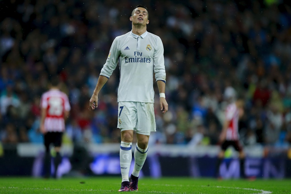 MADRID, SPAIN - OCTOBER 23: Cristiano Ronaldo of Real Madrid CF reacts as he fail to score during the La Liga match between Real Madrid CF and Athletic Club de Bilbao at Estadio Santiago Bernabeu on October 23, 2016 in Madrid, Spain. (Photo by Gonzalo Arroyo Moreno/Getty Images)