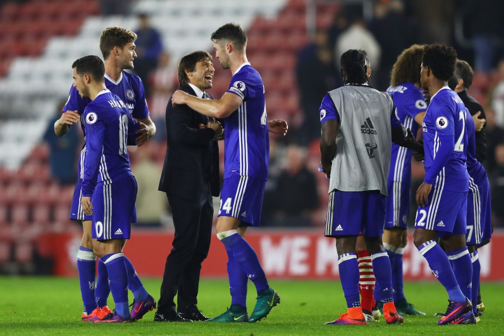 SOUTHAMPTON, ENGLAND - OCTOBER 30: Antonio Conte, Manager of Chelsea (C) and Gary Cahill of Chelsea (CR) embrace after the final whistle during the Premier League match between Southampton and Chelsea at St Mary's Stadium on October 30, 2016 in Southampton, England. (Photo by Clive Rose/Getty Images)