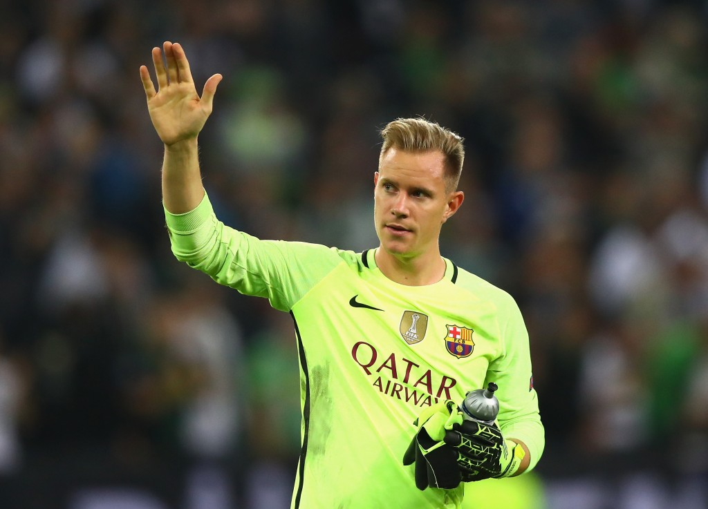 MOENCHENGLADBACH, GERMANY - SEPTEMBER 28: Marc-Andre ter Stegen of Barcelona waves to the fans after the UEFA Champions League group C match between VfL Borussia Moenchengladbach and FC Barcelona at Borussia-Park on September 28, 2016 in Moenchengladbach, North Rhine-Westphalia. (Photo by Dean Mouhtaropoulos/Bongarts/Getty Images)