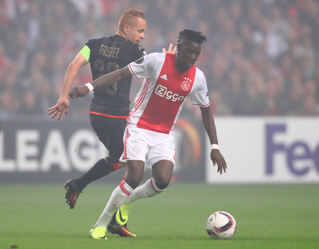 AMSTERDAM, NETHERLANDS - SEPTEMBER 29: Bertrand Traore of Ajax is challenged by Adrien Trebel of Standard Liege during the UEFA Europa League group G match between AFC Ajax and R. Standard de Liege at the Amsterdam Arena on September 29, 2016 in Amsterdam, Netherlands. (Photo by Dean Mouhtaropoulos/Getty Images)