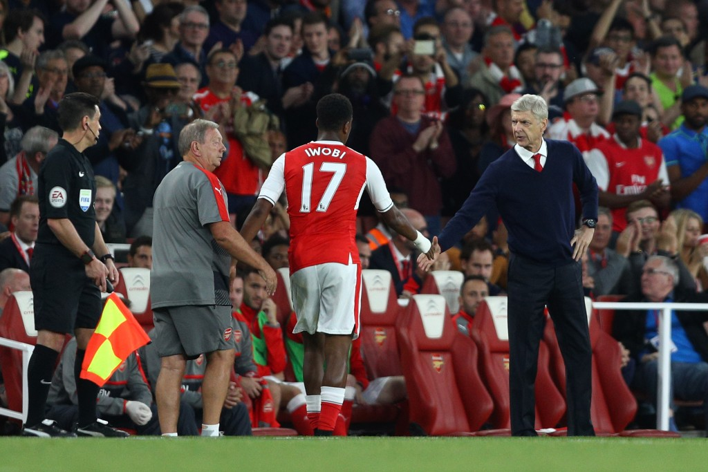 LONDON, ENGLAND - SEPTEMBER 24: Alex Iwobi of Arsenal (L) and Arsene Wenger, Manager of Arsenal (R) shake hands after he is subbed during the Premier League match between Arsenal and Chelsea at the Emirates Stadium on September 24, 2016 in London, England. (Photo by Paul Gilham/Getty Images)