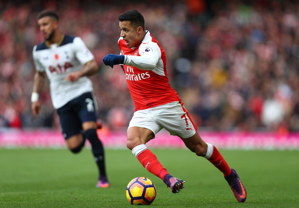 LONDON, ENGLAND - NOVEMBER 06: Alexis Sanchez of Arsenal in action during the Premier League match between Arsenal and Tottenham Hotspur at Emirates Stadium on November 6, 2016 in London, England. (Photo by Clive Rose/Getty Images)