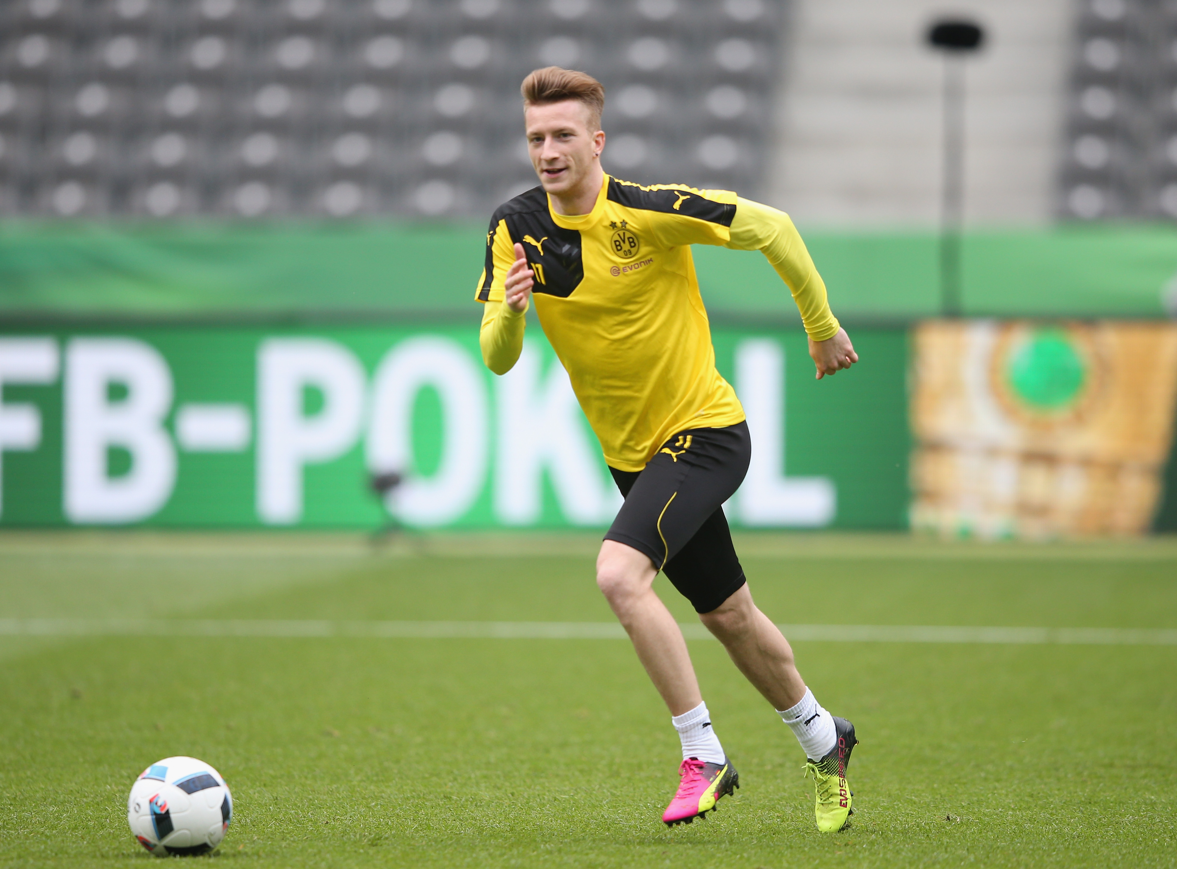 Marco Reus has a history with Arsenal, and Wenger would do well to sign him (Photo courtesy Lars Baron/Bongarts/Getty Images)