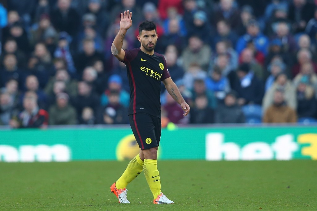 BURNLEY, ENGLAND - NOVEMBER 26: Sergio Aguero of Manchester City applauds fans as he is substituted during the Premier League match between Burnley and Manchester City at Turf Moor on November 26, 2016 in Burnley, England. (Photo by Alex Livesey/Getty Images)