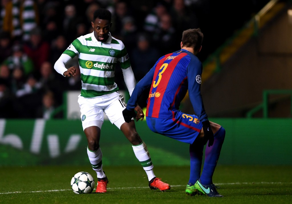 GLASGOW, SCOTLAND - NOVEMBER 23: Moussa Dembele of Celtic (L) attempts to take the ball past Gerard Pique of Barcelona (R) during the UEFA Champions League Group C match between Celtic FC and FC Barcelona at Celtic Park Stadium on November 23, 2016 in Glasgow, Scotland. (Photo by Mike Hewitt/Getty Images)