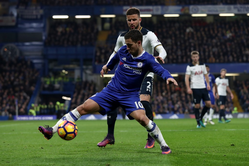 LONDON, ENGLAND - NOVEMBER 26: Eden Hazard of Chelsea controls the ball under pressure of Kyle Walker of Tottenham Hotspur during the Premier League match between Chelsea and Tottenham Hotspur at Stamford Bridge on November 26, 2016 in London, England. (Photo by Clive Rose/Getty Images)