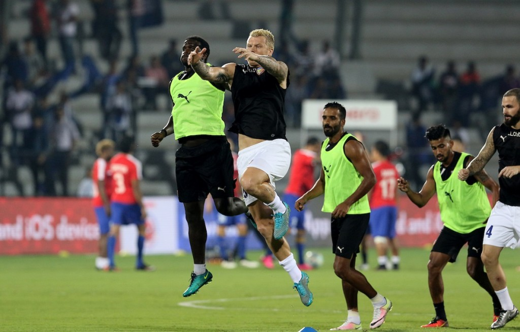 Chennaiyin FC players warm up before the start of the match 46 of the Indian Super League (ISL) season 3 between Mumbai City FC and Chennaiyin FC held at the Mumbai Football Arena in Mumbai, India on the 23rd November 2016. Photo by Vipin Pawar / ISL / SPORTZPICS