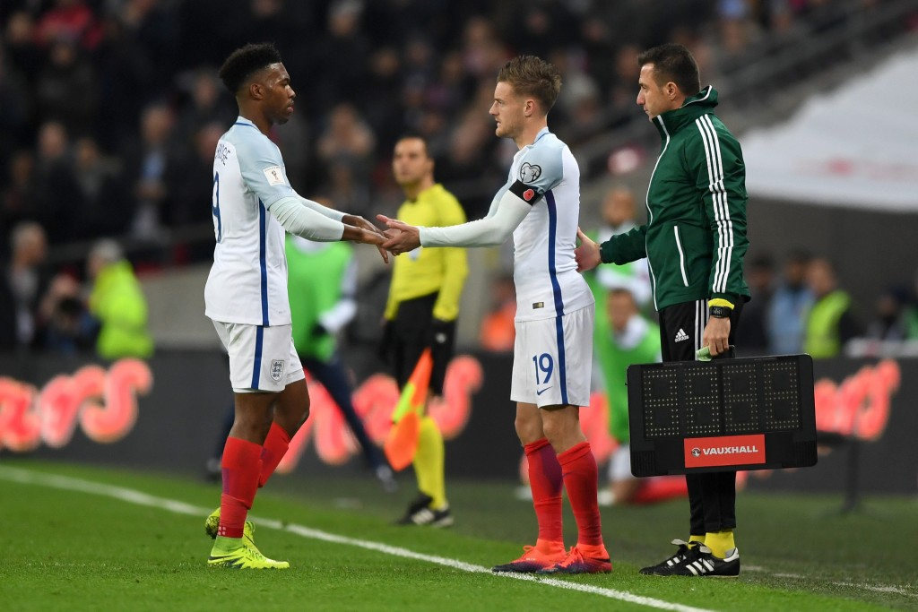 LONDON, ENGLAND - NOVEMBER 11: Daniel Sturridge of England shakes hands with replacement Jamie Vardy as he is substituted during the FIFA 2018 World Cup qualifying match between England and Scotland at Wembley Stadium on November 11, 2016 in London, England. (Photo by Shaun Botterill/Getty Images)