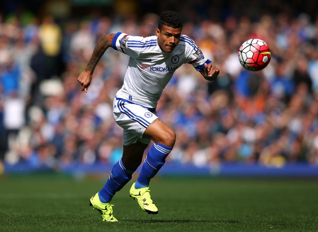LIVERPOOL, ENGLAND - SEPTEMBER 12: Kenedy of Chelsea during the Barclays Premier League match between Everton and Chelsea at Goodison Park on September 12, 2015 in Liverpool, United Kingdom. (Photo by Alex Livesey/Getty Images)