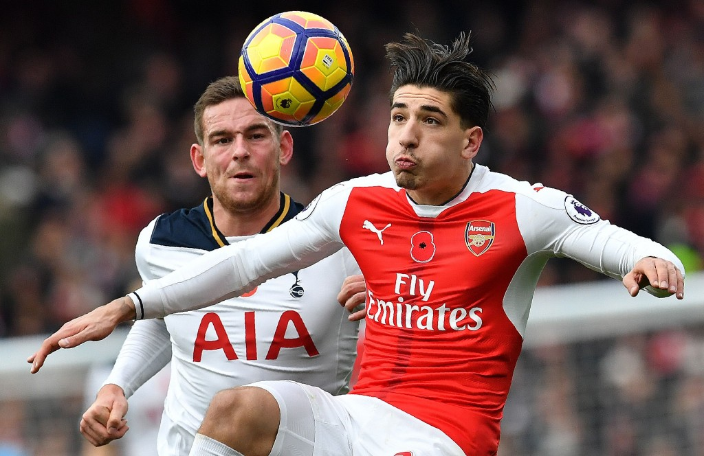 Tottenham Hotspur's Dutch striker Vincent Janssen (L) vies with Arsenal's Spanish defender Hector Bellerin during the English Premier League football match between Arsenal and Tottenham Hotspur at the Emirates Stadium in London on November 6, 2016. / AFP / BEN STANSALL / RESTRICTED TO EDITORIAL USE. No use with unauthorized audio, video, data, fixture lists, club/league logos or 'live' services. Online in-match use limited to 75 images, no video emulation. No use in betting, games or single club/league/player publications. / (Photo credit should read BEN STANSALL/AFP/Getty Images)