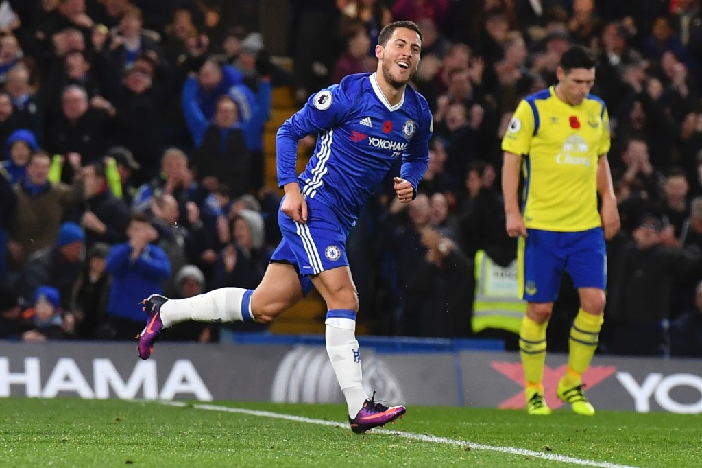 Chelsea's Belgian midfielder Eden Hazard celebrates after scoring their fourth goal during the English Premier League football match between Chelsea and Everton at Stamford Bridge in London on November 5, 2016. / AFP / Ben STANSALL / RESTRICTED TO EDITORIAL USE. No use with unauthorized audio, video, data, fixture lists, club/league logos or 'live' services. Online in-match use limited to 75 images, no video emulation. No use in betting, games or single club/league/player publications. / (Photo credit should read BEN STANSALL/AFP/Getty Images)