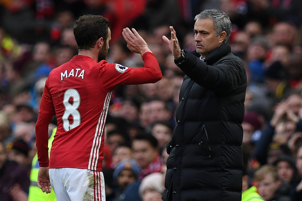 Manchester United's Portuguese manager Jose Mourinho (R) congratulates Manchester United's Spanish midfielder Juan Mata as he is substituted off during the English Premier League football match between Manchester United and Arsenal at Old Trafford in Manchester, north west England, on November 19, 2016. / AFP / Paul ELLIS / RESTRICTED TO EDITORIAL USE. No use with unauthorized audio, video, data, fixture lists, club/league logos or 'live' services. Online in-match use limited to 75 images, no video emulation. No use in betting, games or single club/league/player publications.  /         (Photo credit should read PAUL ELLIS/AFP/Getty Images)