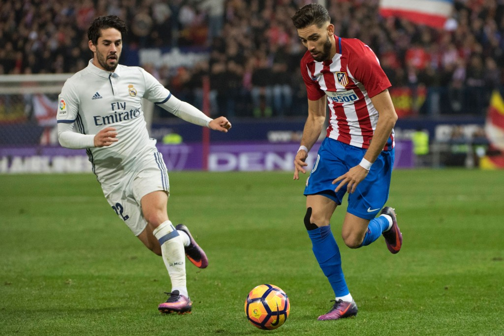 Real Madrid's midfielder Isco (L) vies with Atletico Madrid's Belgian midfielder Yannick Ferreira Carrasco during the Spanish league football match Club Atletico de Madrid vs Real Madrid CF at the Vicente Calderon stadium in Madrid, on November 19, 2016. / AFP / CURTO DE LA TORRE (Photo credit should read CURTO DE LA TORRE/AFP/Getty Images)