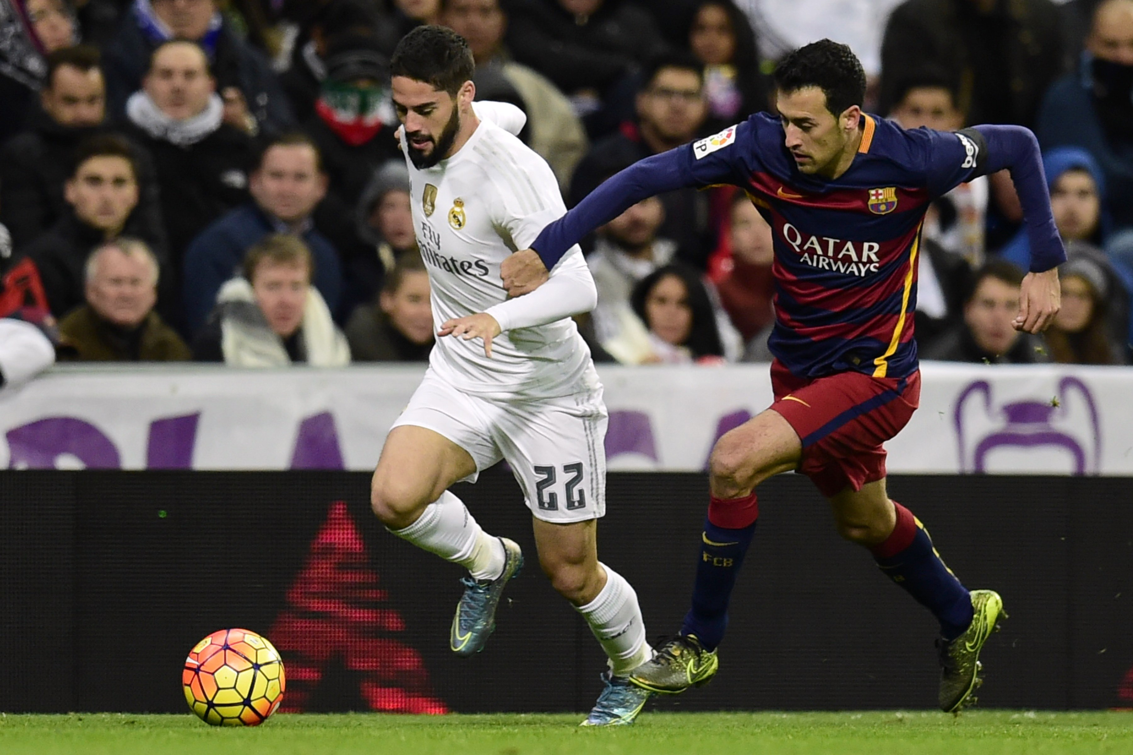 """Real Madrid's midfielder Isco (L) vies with Barcelona's midfielder Sergio Busquets during the Spanish league """"Clasico"""" football match Real Madrid CF vs FC Barcelona at the Santiago Bernabeu stadium in Madrid on November 21, 2015. AFP PHOTO/ JAVIER SORIANO (Photo credit should read JAVIER SORIANO/AFP/Getty Images)"""
