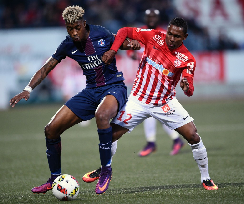 Nancy's French forward Christophe Mandanne (R) vies for the ball with Paris Saint-Germain's French defender Presnel Kimpembe during the French L1 football match between Nancy (ASNL) and Paris (PSG) on October 15, 2016, at Marcel Picot stadium in Tomblaine, eastern France. / AFP / JEAN-CHRISTOPHE VERHAEGEN (Photo credit should read JEAN-CHRISTOPHE VERHAEGEN/AFP/Getty Images)