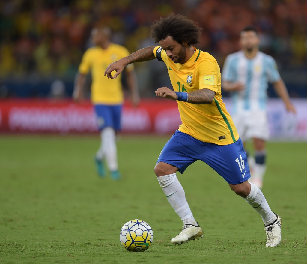 Brazil's Marcelo drives the ball during their 2018 FIFA World Cup qualifier football match against Argentina in Belo Horizonte, Brazil, on November 10, 2016. / AFP / DOUGLAS MAGNO (Photo credit should read DOUGLAS MAGNO/AFP/Getty Images)
