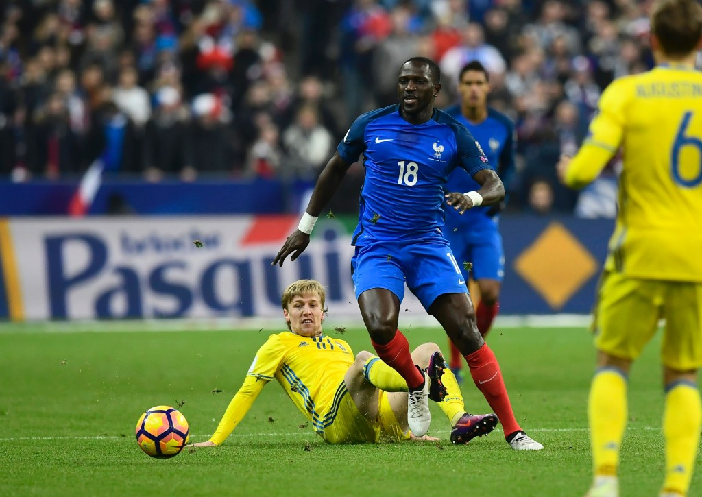 France's midfielder Moussa Sissoko (R) vies with Sweden's midfielder Emil Forsberg during the 2018 World Cup group A qualifying football match between France and Sweden at the Stade de France in Saint-Denis, north of Paris, on November 11, 2016. / AFP / MIGUEL MEDINA (Photo credit should read MIGUEL MEDINA/AFP/Getty Images)