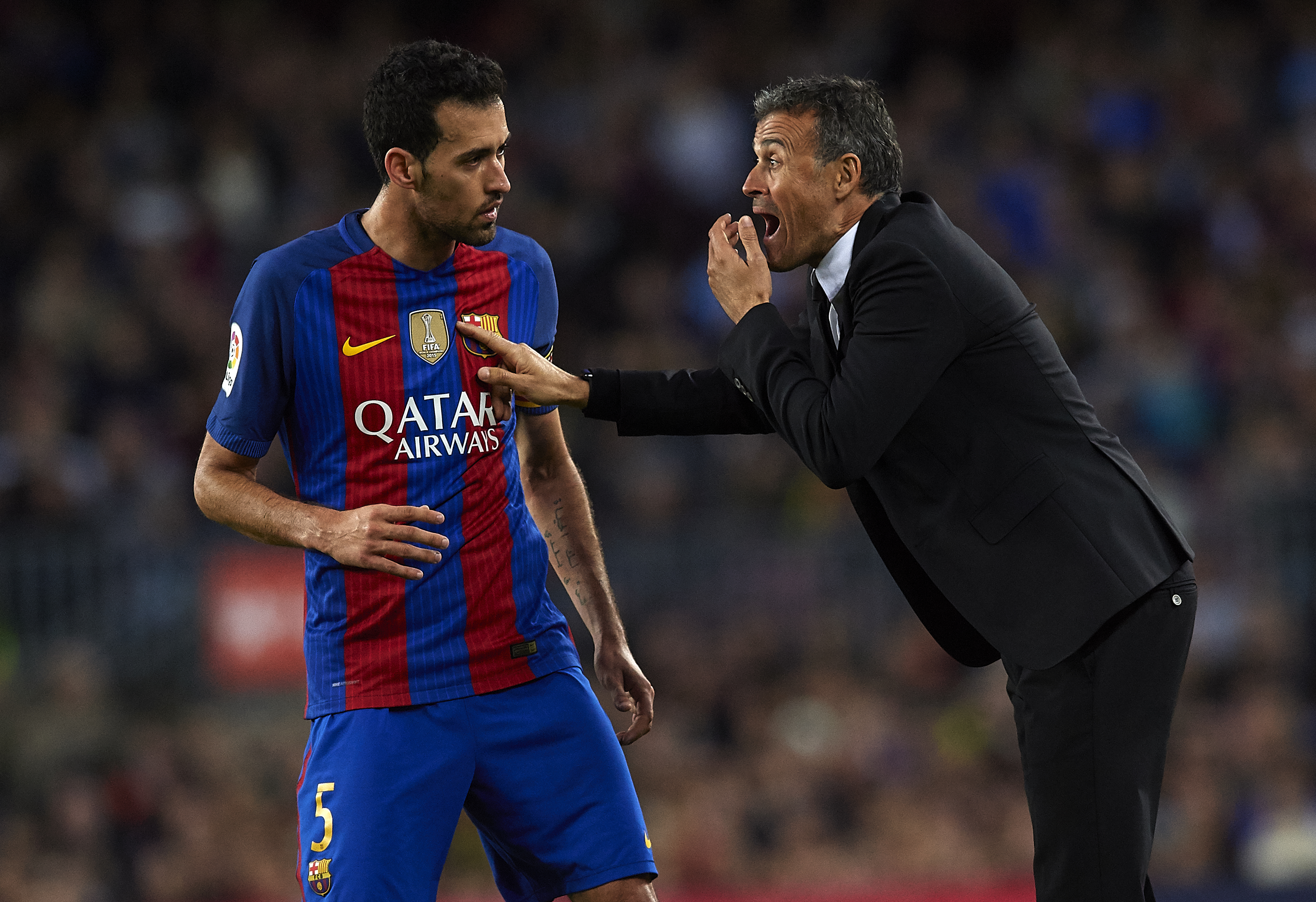 BARCELONA, SPAIN - NOVEMBER 19: Luis Enrique, Manager of FC Barcelona gives instructions to his player Sergio Busquets during the La Liga match between FC Barcelona and Malaga CF at Camp Nou stadium on November 19, 2016 in Barcelona, Spain. (Photo by Manuel Queimadelos Alonso/Getty Images)