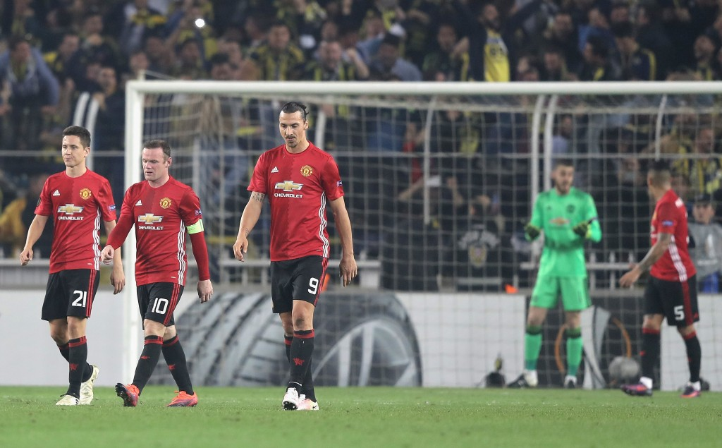 ISTANBUL, TURKEY - NOVEMBER 03: The Manchester United players make their way back to the half way line after conceding their second goal during the UEFA Europa League Group A match between Fenerbahce SK and Manchester United FC at Sukru Saracoglu Stadium on November 3, 2016 in Istanbul, Turkey. (Photo by Chris McGrath/Getty Images)