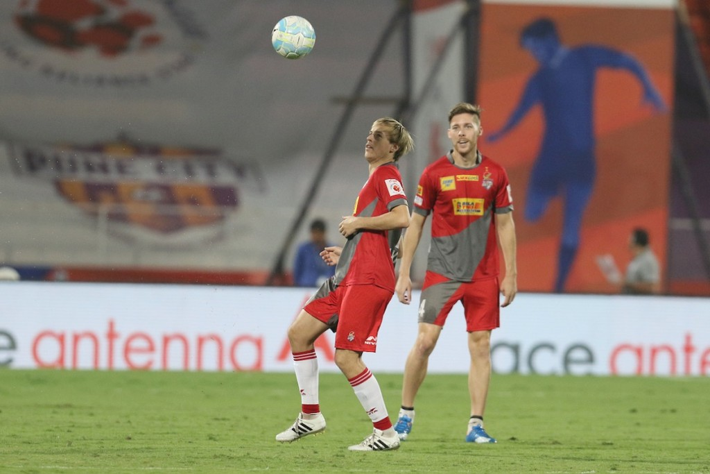 Javier Lara Grande of Atletico de Kolkata during the warmup session during match 32 of the Indian Super League (ISL) season 3 between FC Pune City and Atletico de Kolkata held at the Balewadi Stadium in Pune, India on the 6th November 2016. Photo by Vipin Pawar / ISL / SPORTZPICS