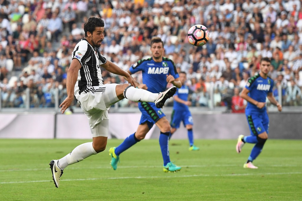 TURIN, ITALY - SEPTEMBER 10: Sami Khedira of Juventus FC in action during the Serie A match between Juventus FC and US Sassuolo at Juventus Stadium on September 10, 2016 in Turin, Italy. (Photo by Valerio Pennicino/Getty Images)