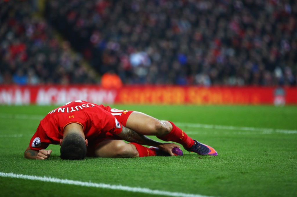 LIVERPOOL, ENGLAND - NOVEMBER 26: Philippe Coutinho of Liverpool lies injured during the Premier League match between Liverpool and Sunderland at Anfield on November 26, 2016 in Liverpool, England. (Photo by Clive Brunskill/Getty Images)
