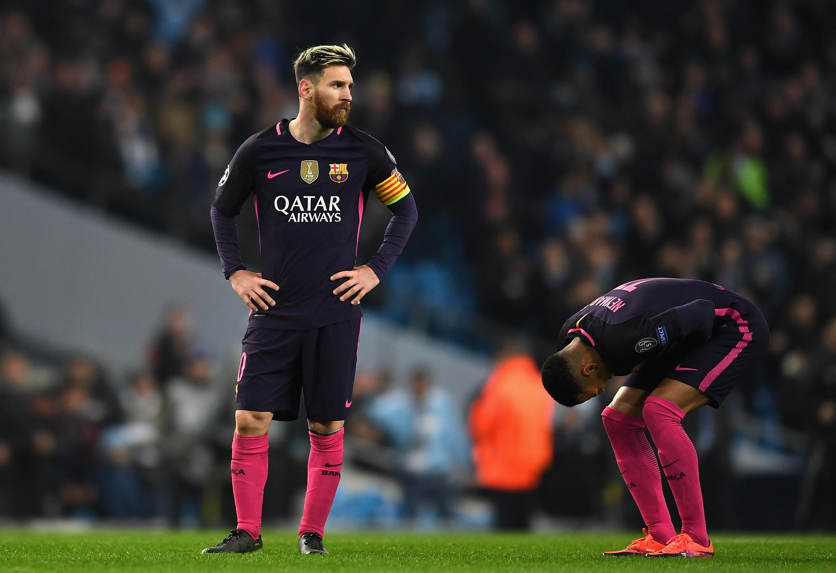 MANCHESTER, ENGLAND - NOVEMBER 01: Lionel Messi of Barcelona is dejected after the final whistle during the UEFA Champions League Group C match between Manchester City FC and FC Barcelona at Etihad Stadium on November 1, 2016 in Manchester, England. (Photo by Laurence Griffiths/Getty Images)