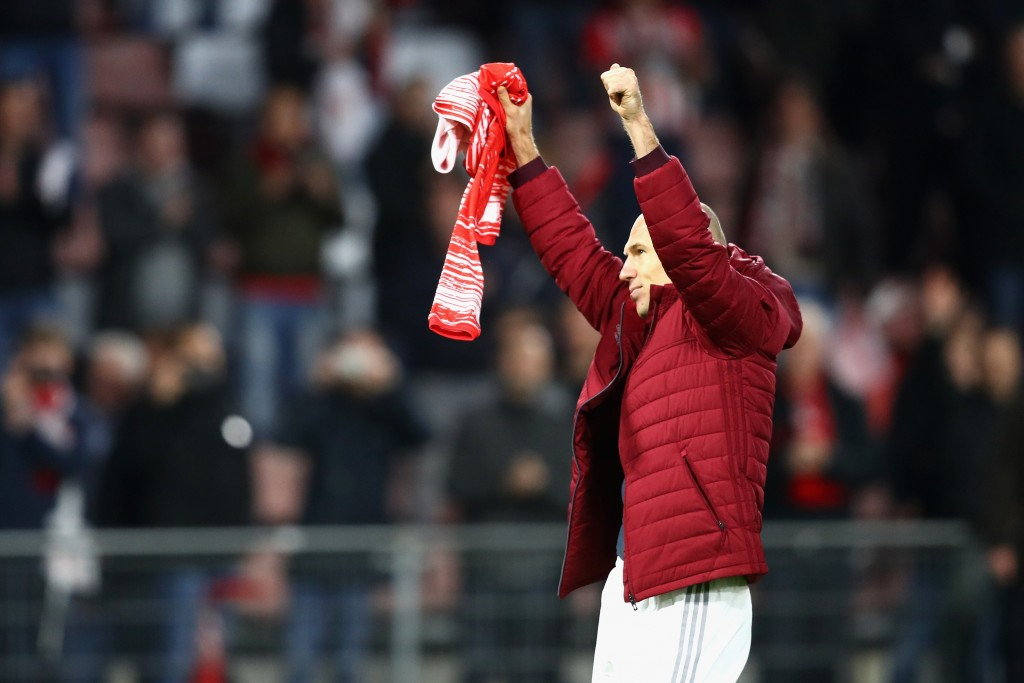 EINDHOVEN, NETHERLANDS - NOVEMBER 01: Arjen Robben of Bayern Muenchen shows appreciation to the fans of PSV Eindhoven after the final whistle during the UEFA Champions League Group D match between PSV Eindhoven and FC Bayern Muenchen at Philips Stadion on November 1, 2016 in Eindhoven, Netherlands. (Photo by Dean Mouhtaropoulos/Getty Images)