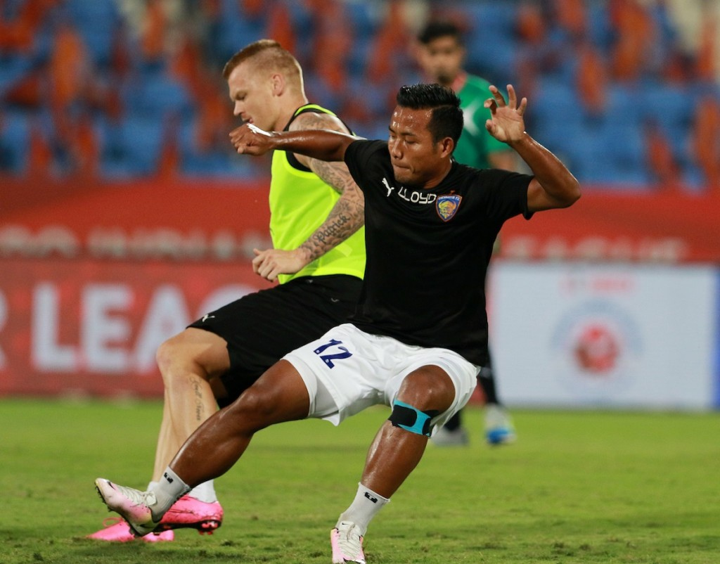 Chennaiyin FC warm up before the start of the match 21 of the Indian Super League (ISL) season 3 between FC Pune City and Chennaiyin FC held at the Balewadi Stadium in Pune, India on the 23rd October 2016. Photo by Vipin Pawar / ISL / SPORTZPICS