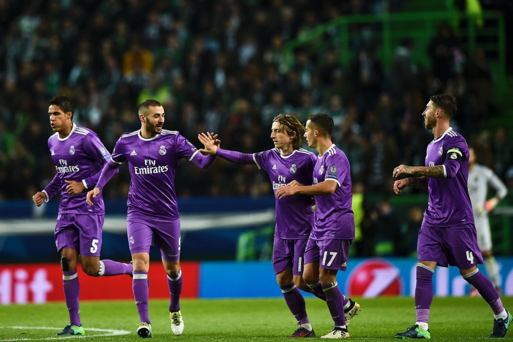 TOPSHOT - Real Madrid's French forward Karim Benzema (2L) celebrates with his teammate Real Madrid's Croatian midfielder Luka Modric (3R) after scoring a goal during the UEFA Champions League football match Sporting CP vs Real Madrid CF at the Jose Alvalade stadium in Lisbon on November 22, 2016. / AFP / PATRICIA DE MELO MOREIRA (Photo credit should read PATRICIA DE MELO MOREIRA/AFP/Getty Images)