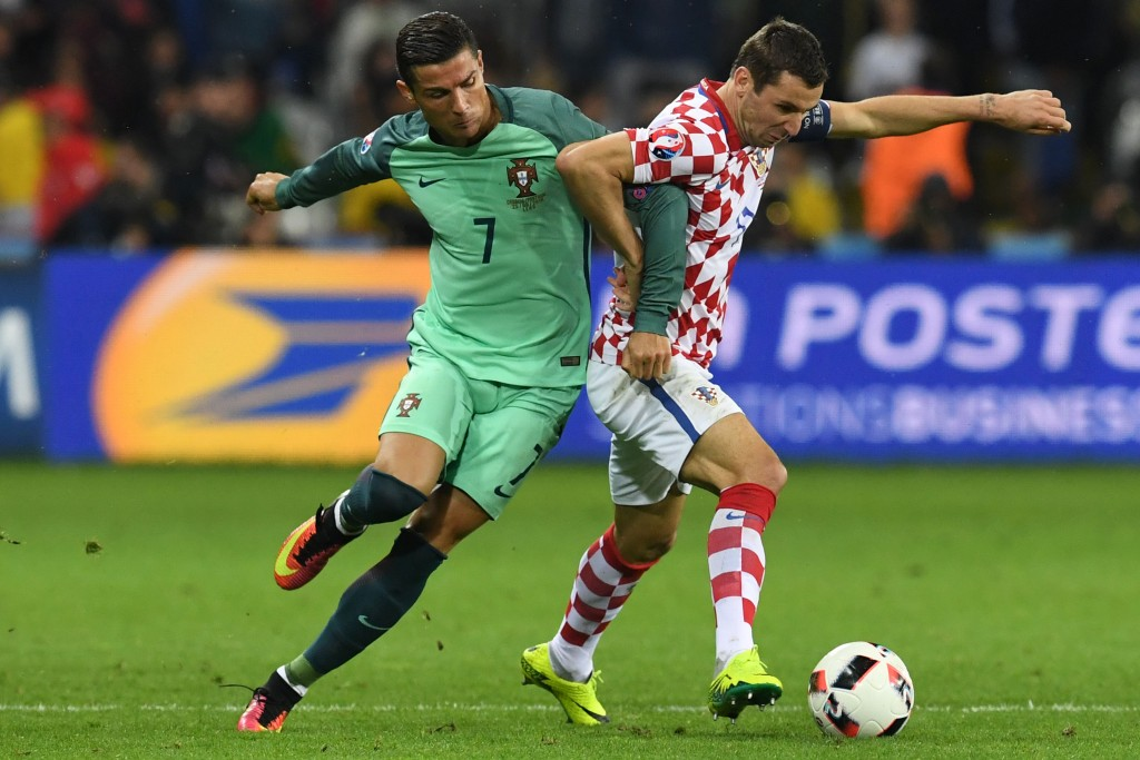 TOPSHOT - Portugal's forward Cristiano Ronaldo (L) vies with Croatia's defender Darijo Srna during the round of sixteen football match Croatia against Portugal of the Euro 2016 football tournament, on June 25, 2016 at the Bollaert-Delelis stadium in Lens. / AFP / FRANCISCO LEONG (Photo credit should read FRANCISCO LEONG/AFP/Getty Images)