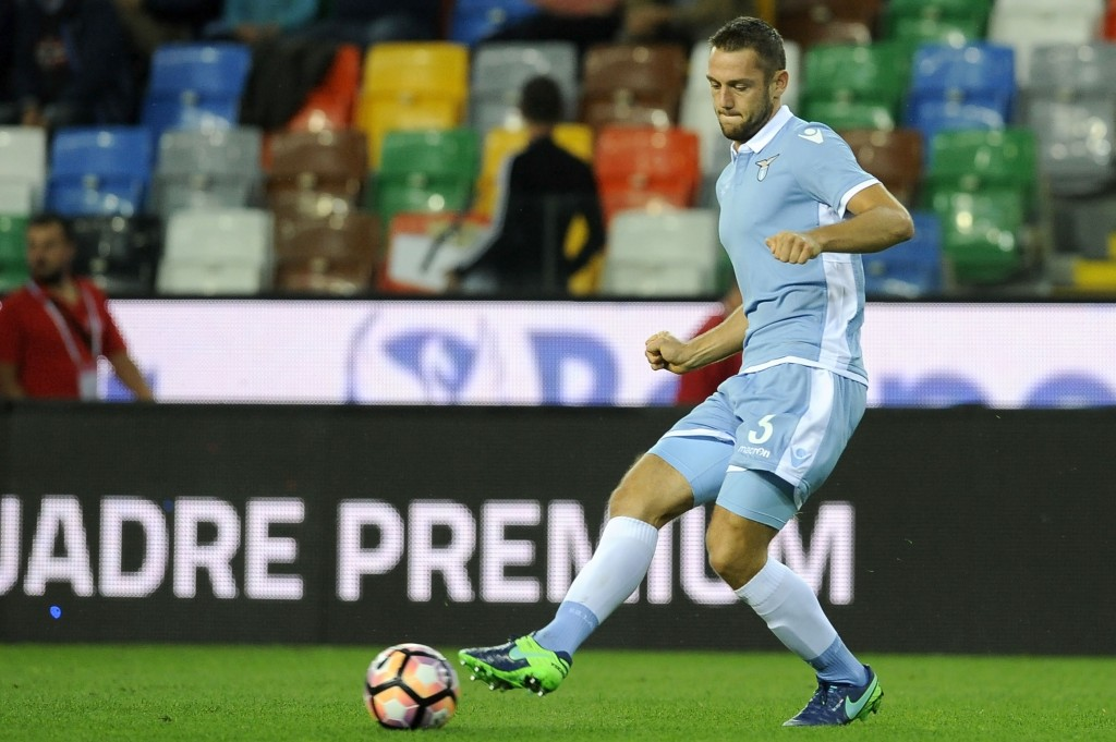 UDINE - OCTOBER 01: Stefan De Vrij of SS Lazio in action during the Serie A match between Udinese Calcio and SS Lazio at Stadio Friuli on October 1, 2016 in Udine, Italy. (Photo by Getty Images/Getty Images)