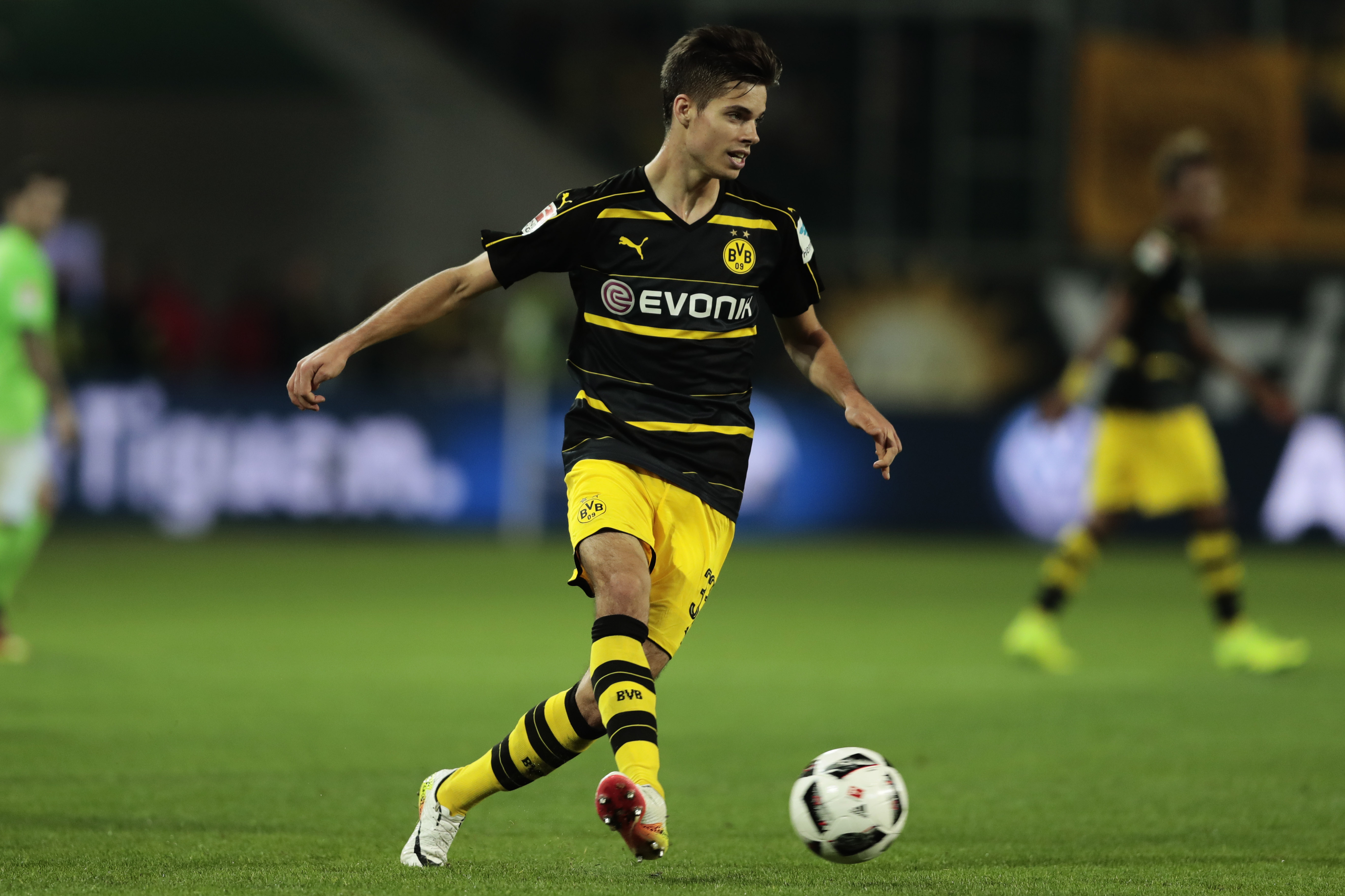 Transfer Rumour Barcelona and AC Milan set to batte for Julian Weigl