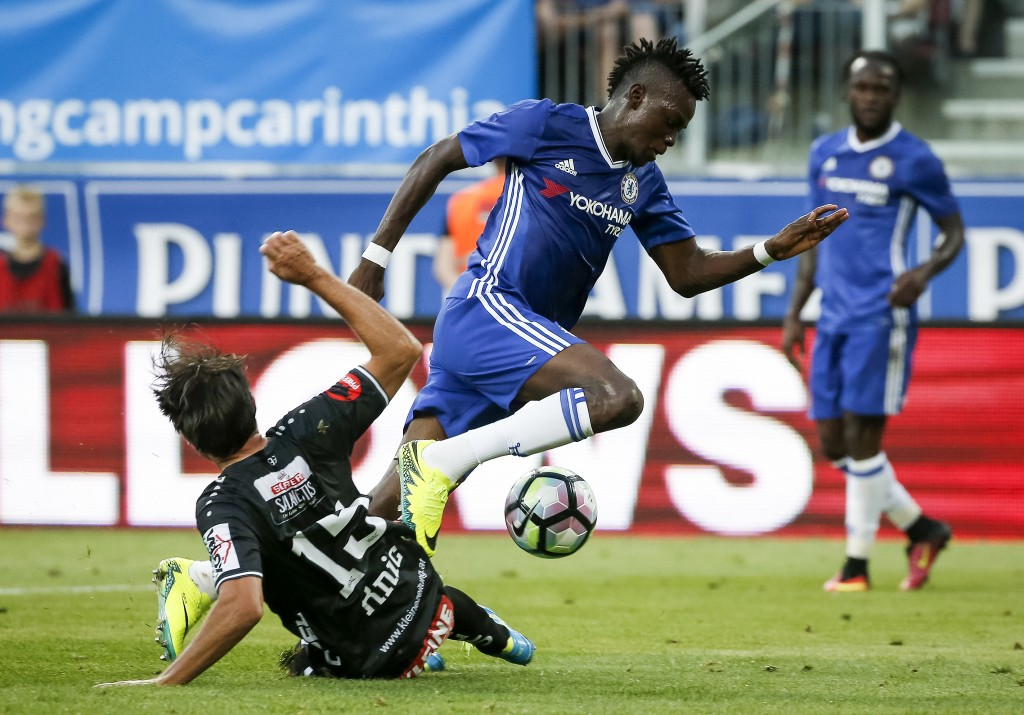 VELDEN, AUSTRIA - JULY 20: Bertrand Traore (R) of Chelsea in action against Nemanja Rnic (L) of WAC RZ Pellets during the international friendly match between WAC RZ Pellets and Chelsea F.C. at Worthersee Stadion on July 20, 2016 in Velden, Austria. (Photo by Srdjan Stevanovic/Getty Images)
