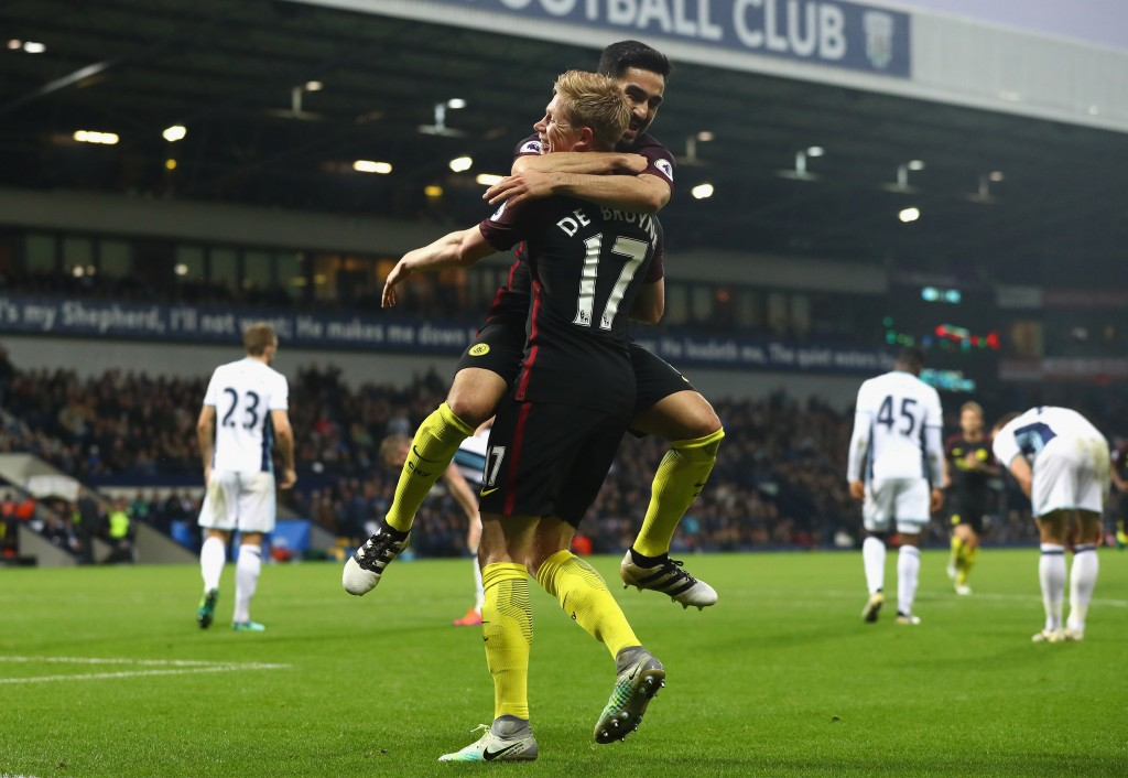 WEST BROMWICH, ENGLAND - OCTOBER 29: Ilkay Gundogan of Manchester City (L) celebrates scoring his sides fourth goal with Kevin De Bruyne of Manchester City (R) during the Premier League match between West Bromwich Albion and Manchester City at The Hawthorns on October 29, 2016 in West Bromwich, England. (Photo by Matthew Lewis/Getty Images)