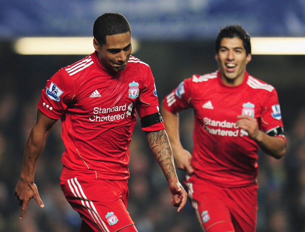 LONDON, ENGLAND - NOVEMBER 20:  Glen Johnson (L) of Liverpool celebrates his goal with Luis Suarez during the Barclays Premier League match between Chelsea and Liverpool at Stamford Bridge on November 20, 2011 in London, England.  (Photo by Shaun Botterill/Getty Images)