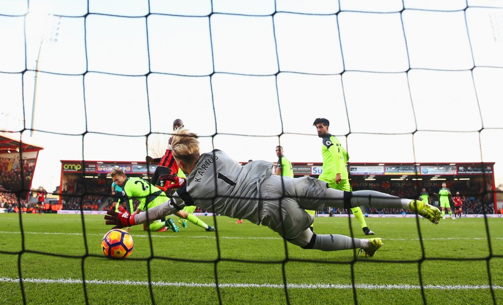 BOURNEMOUTH, ENGLAND - DECEMBER 04: Loris Karius of Liverpool fails to stop Ryan Fraser of AFC Bournemouth (obscured) from scoring their second goalduring the Premier League match between AFC Bournemouth and Liverpool at Vitality Stadium on December 4, 2016 in Bournemouth, England. (Photo by Michael Steele/Getty Images)