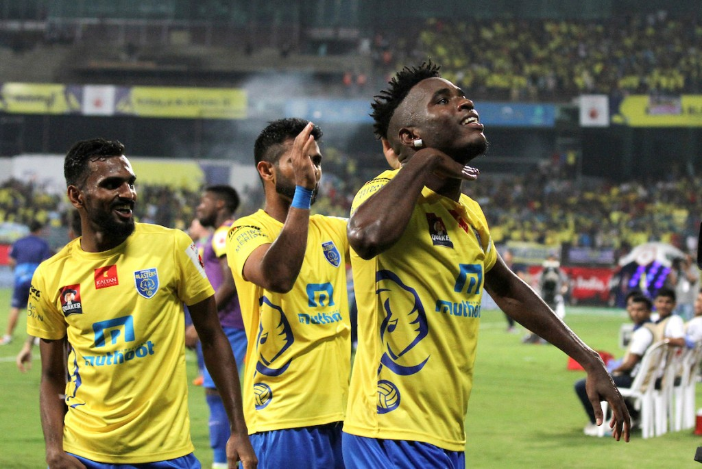 Kervens Belfort of Kerala Blasters FC along with his teammates celebrates a goal during the Semi-final 1st Leg match of the Indian Super League (ISL) season 3 between Kerala Blasters FC and Delhi Dynamos FC held at the Jawaharlal Nehru Stadium in Kochi, India on the 11th December 2016. Photo by Vipin Pawar / ISL / SPORTZPICS
