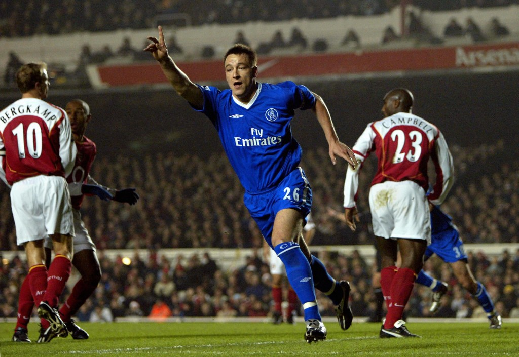 LONDON, UNITED KINGDOM: Chelsea's John Terry (C) celebrates scoring against Arsenal during the Premiership match at Highbury in London 12 December 2004. (Photo by Adrian Dennis/AFP/Getty Images)