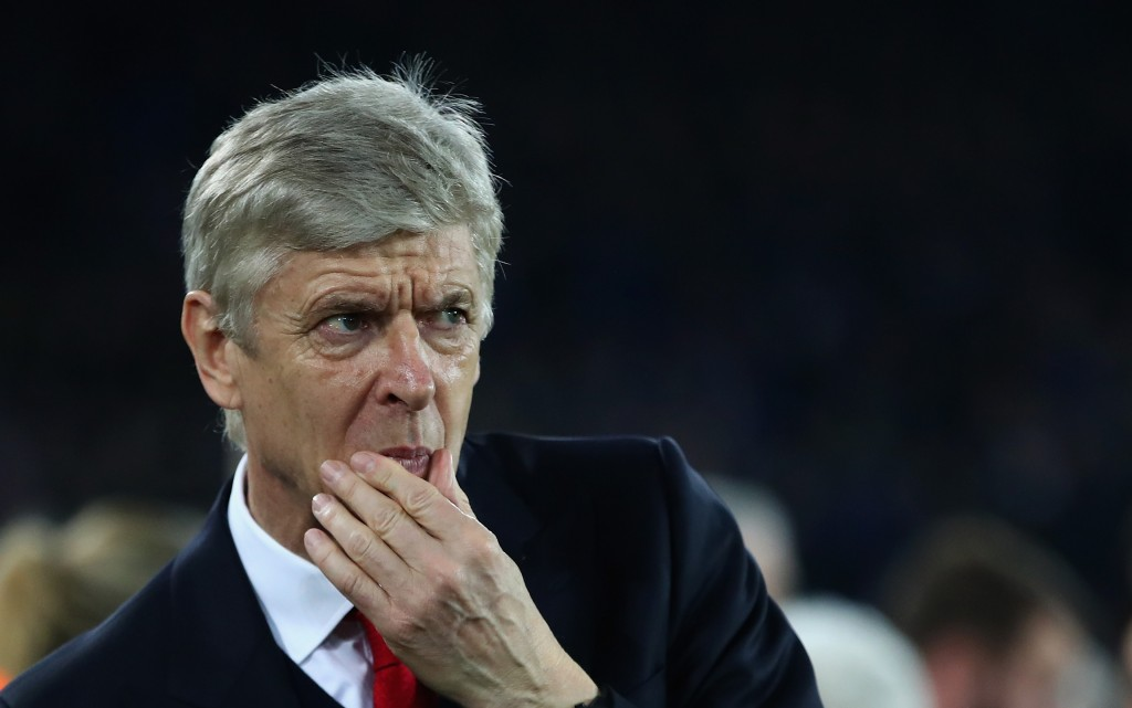 LIVERPOOL, ENGLAND - DECEMBER 13: Arsenal manager Arsene Wenger deep in thought prior to the Premier League match between Everton and Arsenal at Goodison Park on December 13, 2016 in Liverpool, England. (Photo by Clive Brunskill/Getty Images)