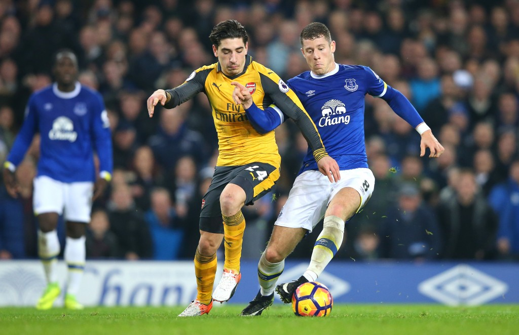 LIVERPOOL, ENGLAND - DECEMBER 13: Ross Barkley of Everton is challenged by Hector Bellerin of Arsenal during the Premier League match between Everton and Arsenal at Goodison Park on December 13, 2016 in Liverpool, England. (Photo by Alex Livesey/Getty Images)