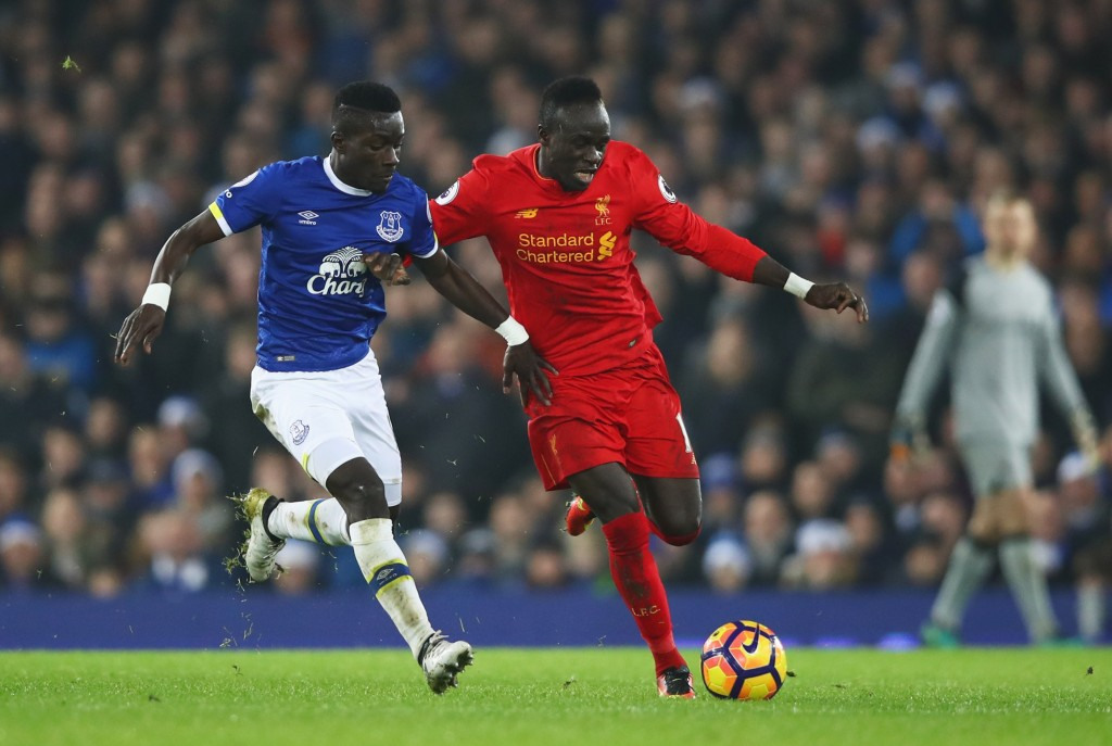 LIVERPOOL, ENGLAND - DECEMBER 19: Sadio Mane of Liverpool holds off Idrissa Gueye of Everton during the Premier League match between Everton and Liverpool at Goodison Park on December 19, 2016 in Liverpool, England. (Photo by Clive Brunskill/Getty Images)