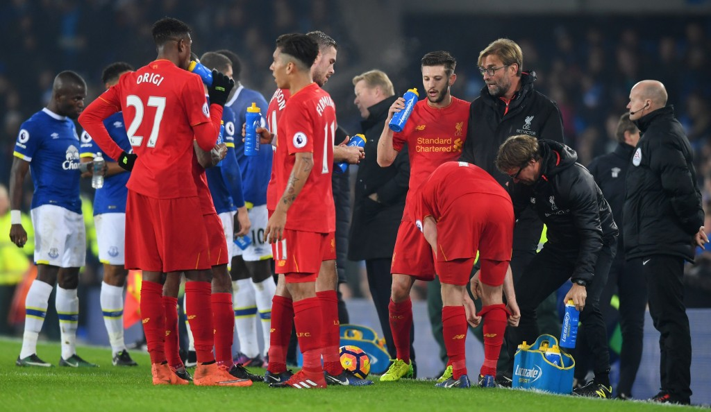 LIVERPOOL, ENGLAND - DECEMBER 19: Jurgen Klopp manager of Liverpool gives instructions during the Premier League match between Everton and Liverpool at Goodison Park on December 19, 2016 in Liverpool, England. (Photo by Michael Regan/Getty Images)