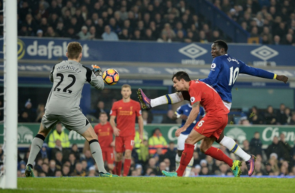 Everton's Belgian striker Romelu Lukaku (R) vies with Liverpool's Belgian goalkeeper Simon Mignolet (L) and Liverpool's Croatian defender Dejan Lovren during the English Premier League football match between Everton and Liverpool at Goodison Park in Liverpool, north west England on December 19, 2016. / AFP / Oli SCARFF / RESTRICTED TO EDITORIAL USE. No use with unauthorized audio, video, data, fixture lists, club/league logos or 'live' services. Online in-match use limited to 75 images, no video emulation. No use in betting, games or single club/league/player publications. / (Photo credit should read OLI SCARFF/AFP/Getty Images)