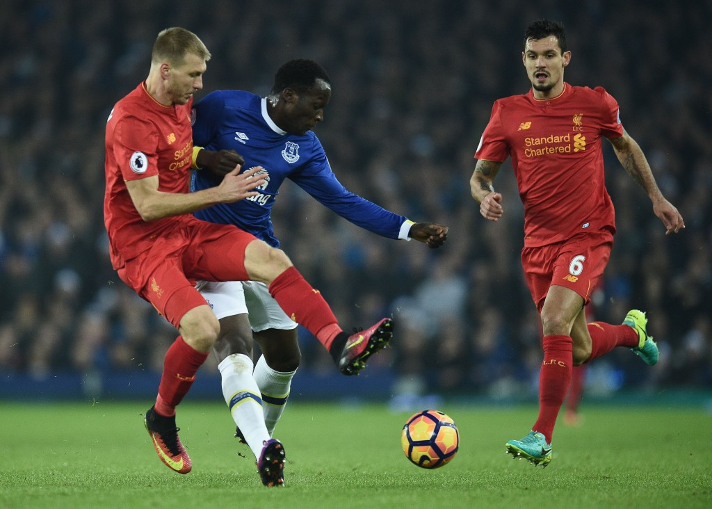 Everton's Belgian striker Romelu Lukaku (C) vies with Liverpool's Estonian defender Ragnar Klavan (L) and Liverpool's Croatian defender Dejan Lovren during the English Premier League football match between Everton and Liverpool at Goodison Park in Liverpool, north west England on December 19, 2016. / AFP / Oli SCARFF / RESTRICTED TO EDITORIAL USE. No use with unauthorized audio, video, data, fixture lists, club/league logos or 'live' services. Online in-match use limited to 75 images, no video emulation. No use in betting, games or single club/league/player publications. / (Photo credit should read OLI SCARFF/AFP/Getty Images)