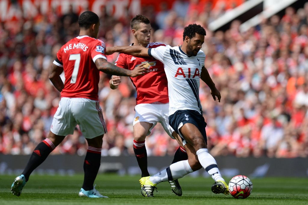 Tottenham Hotspur's Belgian midfielder Mousa Dembele (R) vies with Manchester United's French midfielder Morgan Schneiderlin and Manchester United's Dutch midfielder Memphis Depay (L) during the English Premier League football match between Manchester United and Tottenham Hotspur at Old Trafford in Manchester, north west England, on August 8, 2015. (Photo by Oli Scarff/AFP/Getty Images)